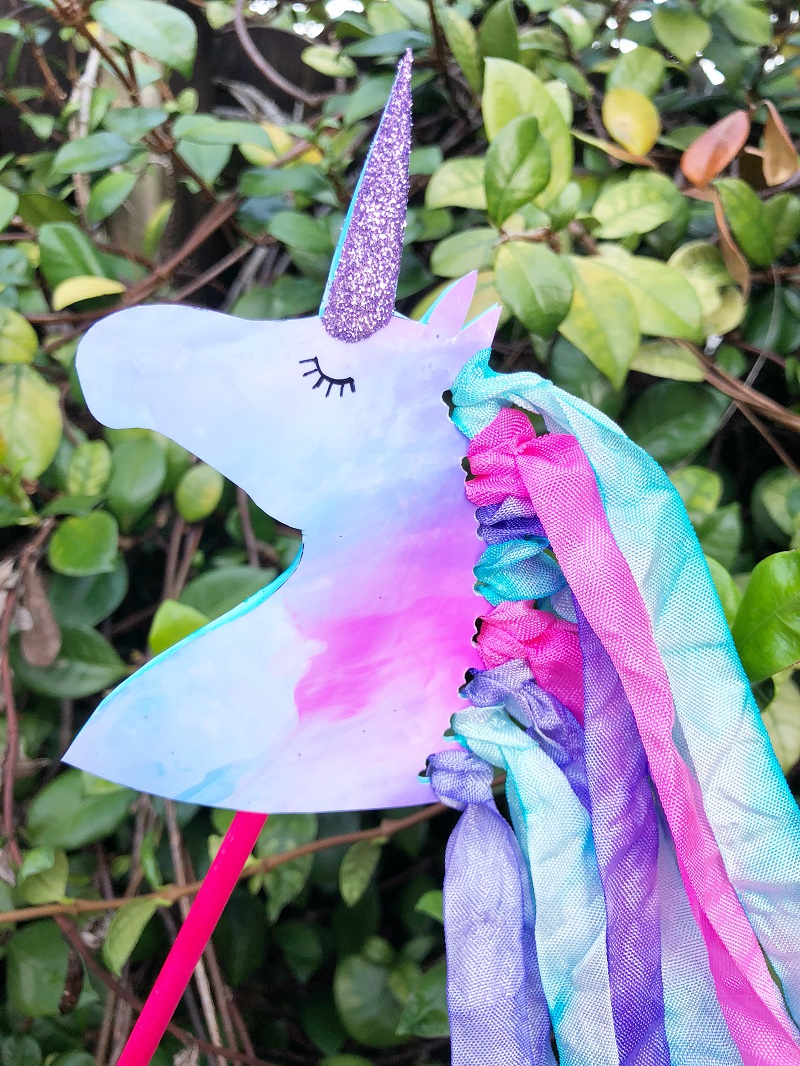 DIY Unicorn Wand! Cute and easy kids craft idea! #diy #kidscraft #unicorndiy #unicorn #unicorntheme #unicorncraft