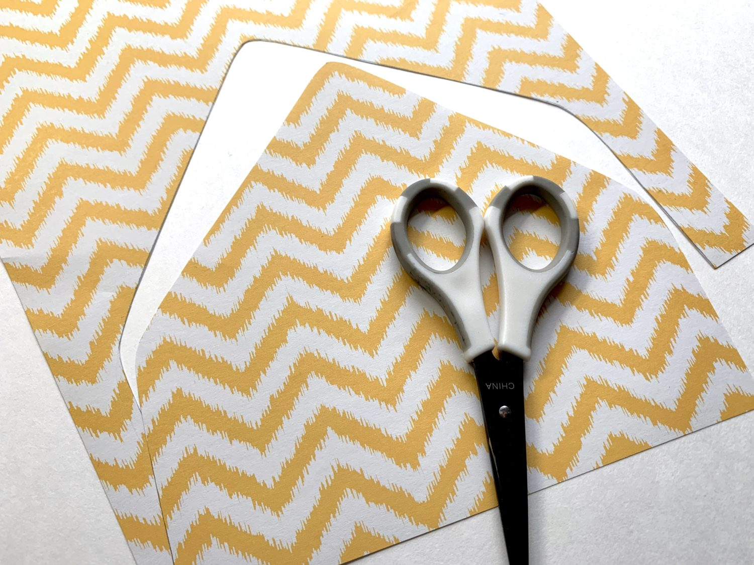 Use @tombowusa products to make your own envelope liner. Tutorial by @lepereletters. #envelopeliner #happymail