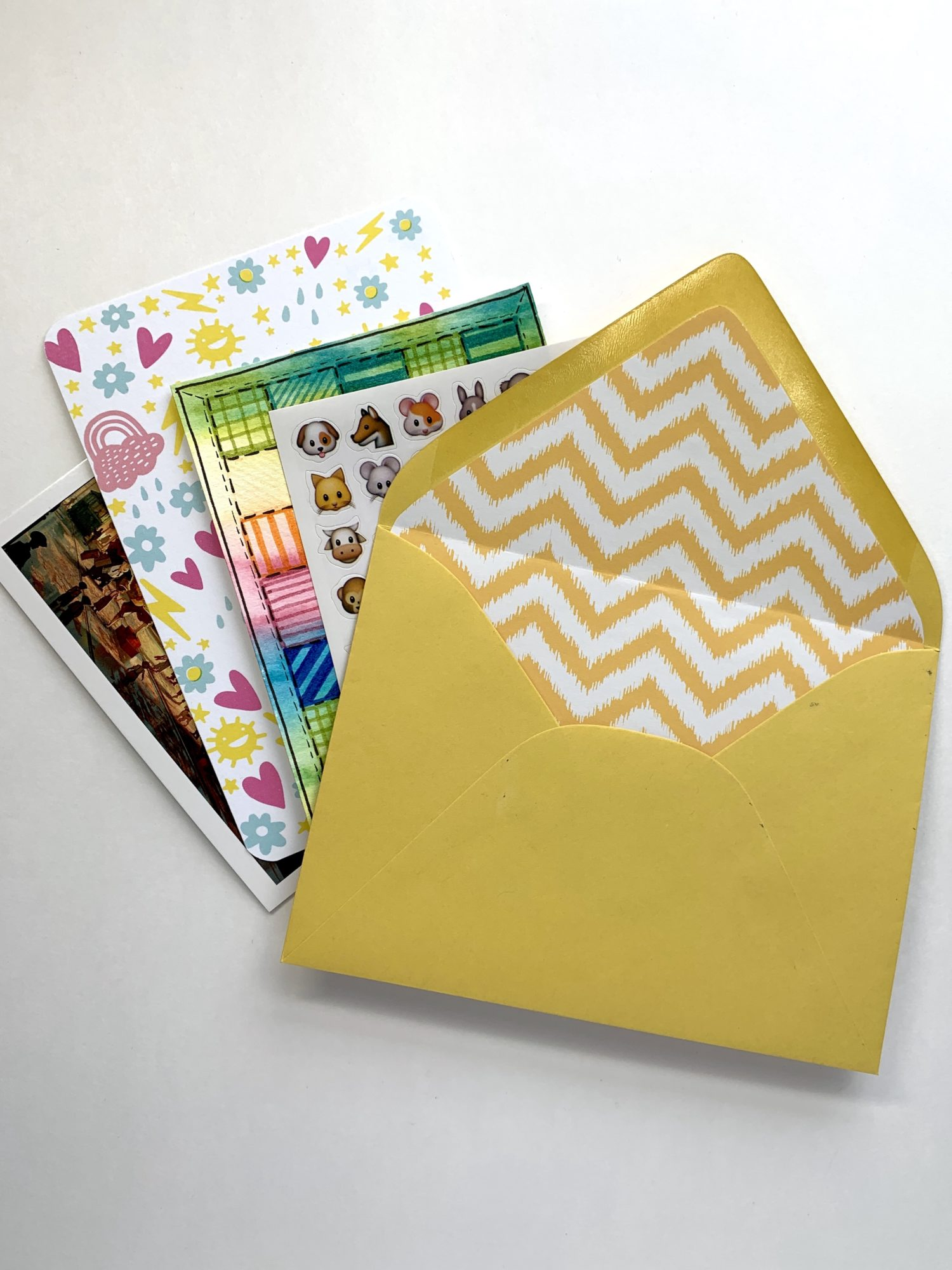 Spice up your happy mail with this envelope liner tutorial by @lepereletters. @tombowusa #happymailideas #envelopeliner
